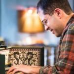 ماهان اصفهانی اولین نوازنده هارپسیکورد در جهان